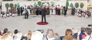 2 η χορωδία του συλλόγου Λυκουρίζα Λαγονησίου με τον μαέστρο Αιμίλιο Γιαννακόπουλο